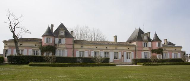 L'attribut alt de cette image est vide, son nom de fichier est Loudenne-château.jpg.