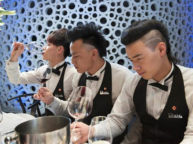 Conferences-chinois-vin-palidoni-lemaire-hebdo-chine-une