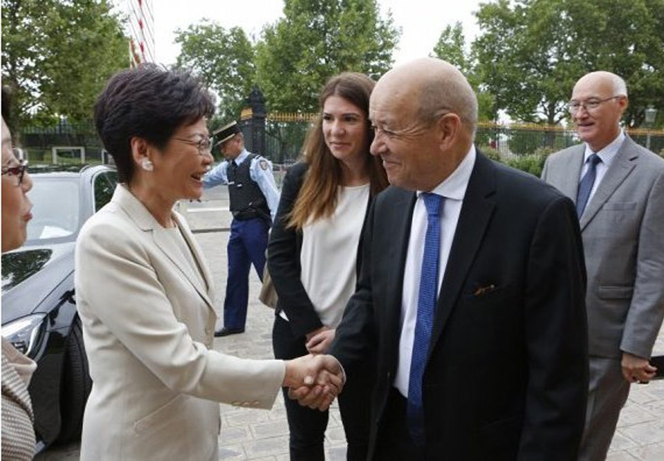 Carrie-Lam-Jean-Yves-le-Drian-Lemaire-hebdo-vin-Chine