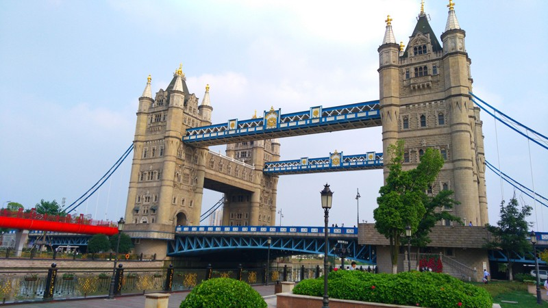 Chine-copie-replique-tower-bridge-londres-lemaire-hebdo-vin-chine