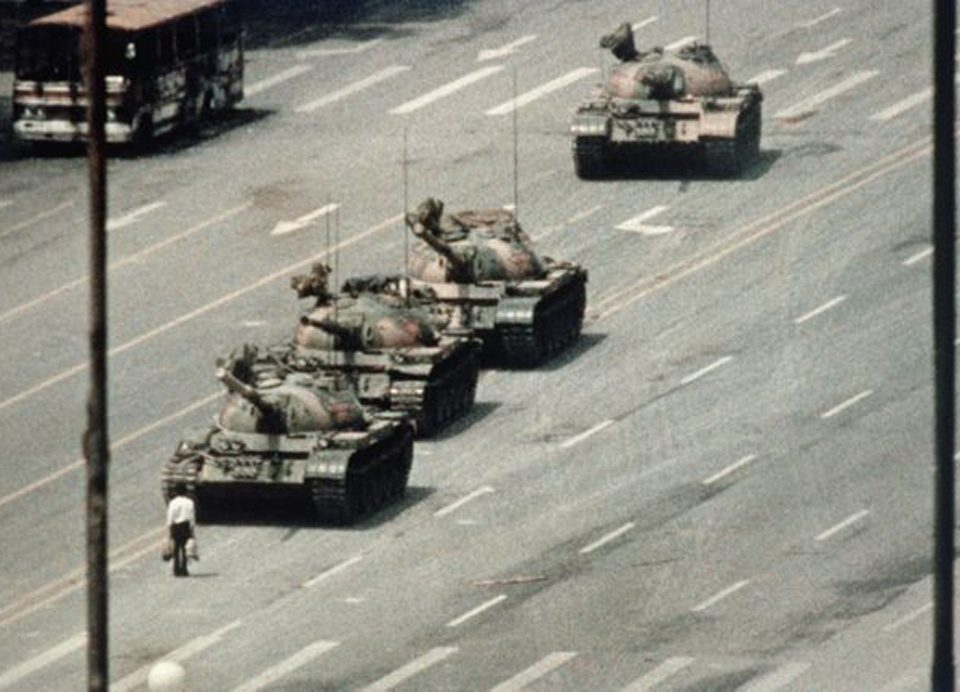 homme-char-Tiananmen-pekin-char-lemaire-hebdo-vin-chine