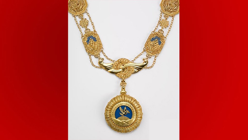 Raffarin-la-medaille-xi-Jinping-chine-lemaire-hebdo-vin