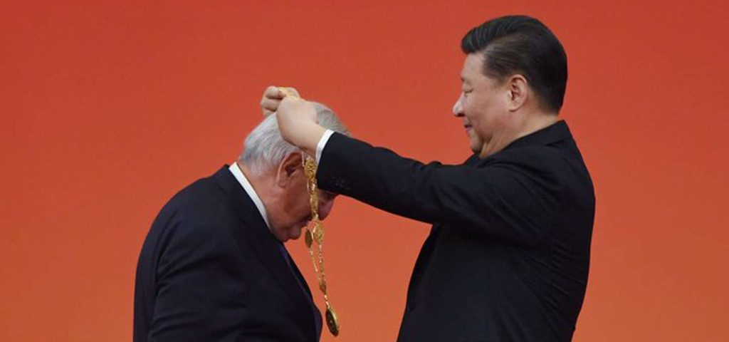 Raffarin-medaille-xi-Jinping-chine-lemaire-hebdo-vin