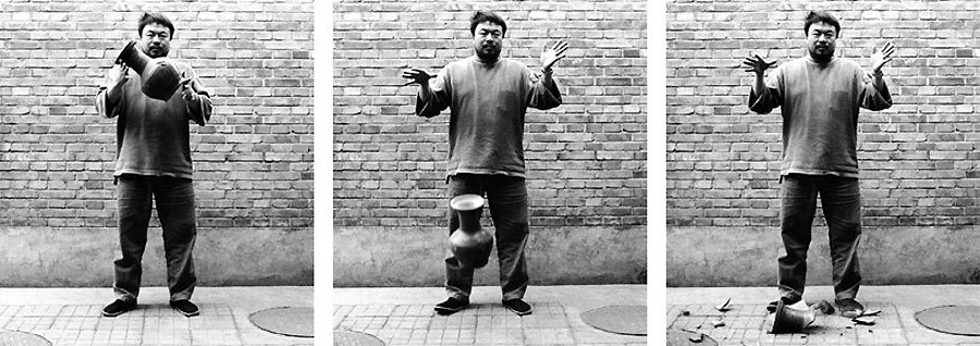 ai-weiwei-1995-laisse-tomber-urne-dynastie-han-lemaire-hebdo-vin