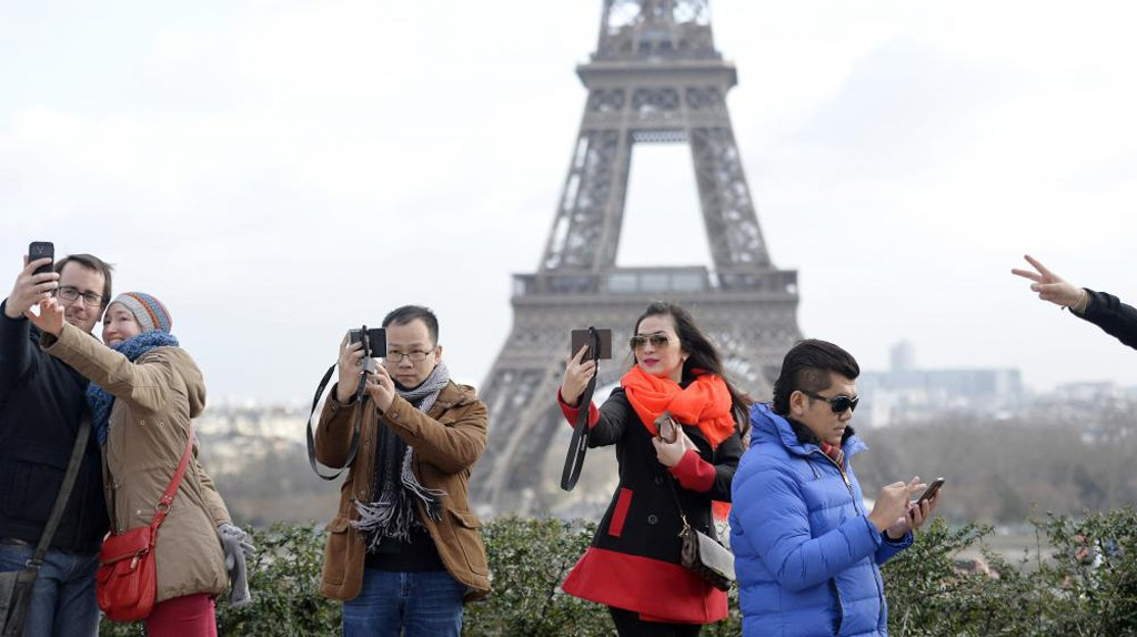 Paris-touristes-chinois-lemaire-hebdo-vin-chine