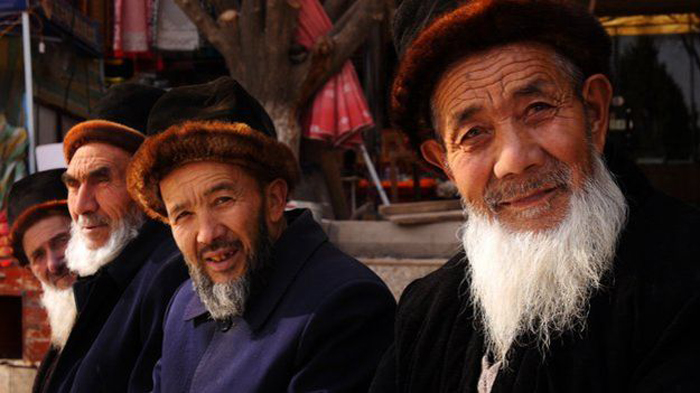 ouighour-hommes-lemaire-hebdo-vin-chine