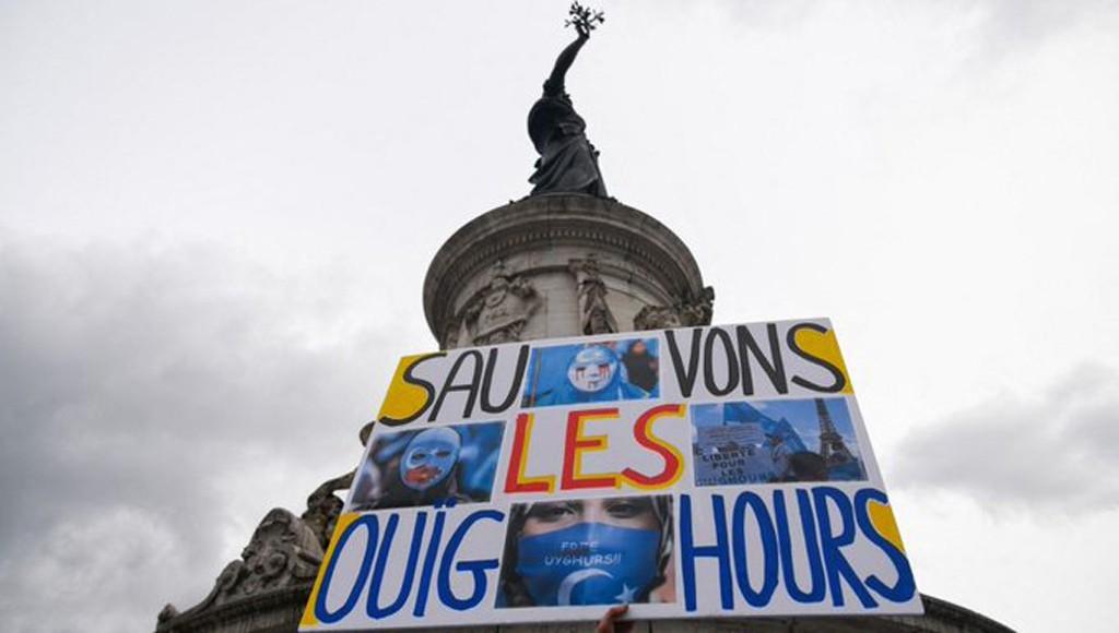 Manifestation-Ouigours-paris-lemaire-hebdo-vin-chine