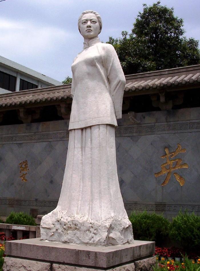 Qiu-Jin-monument-lemaire-hebdo-vin-chine