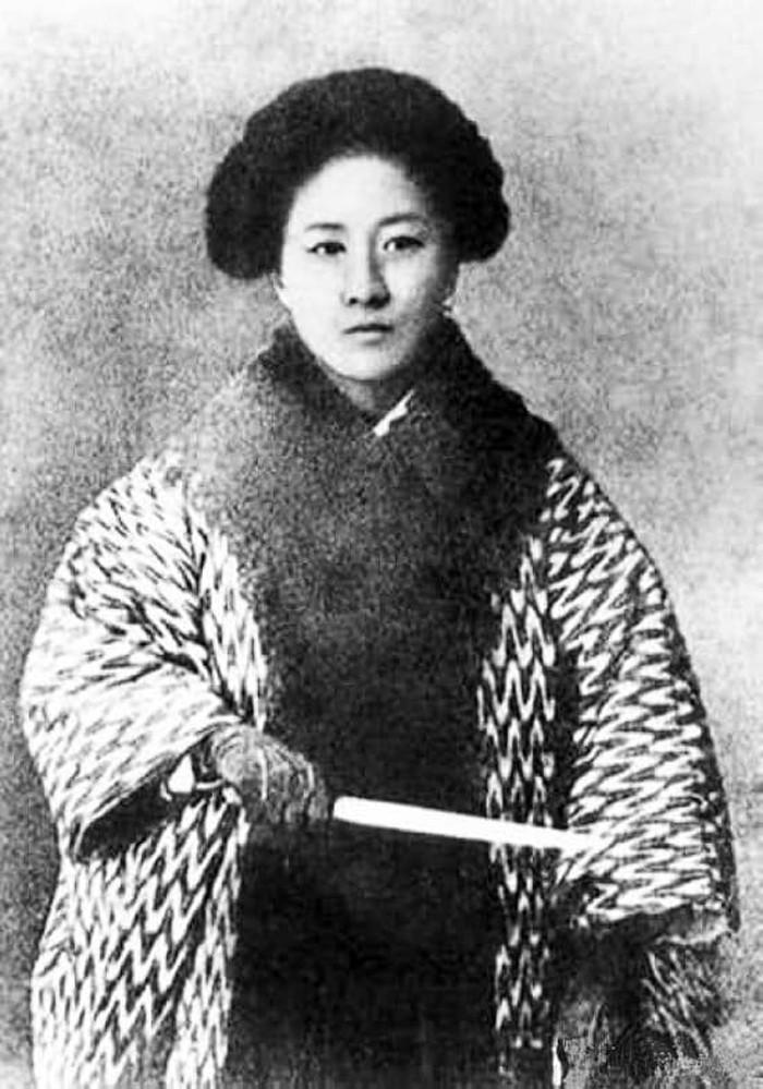 Qiu-Jin-photo-lemaire-hebdo-vin-chine