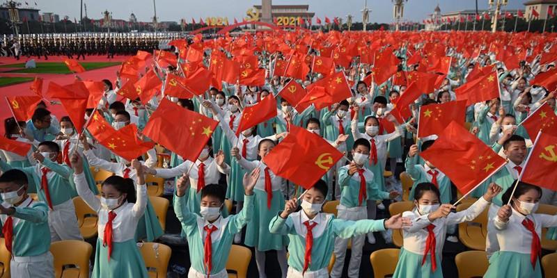 Xi-Jinping-Tiananmen-etudiants-centenaire-PCC-Lemaire-hebdo-vin-chine